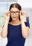 眼镜的可爱的妇女 库存图片