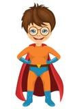 戴眼镜的小男孩在超级英雄服装穿戴了 免版税库存照片
