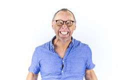 戴眼镜的恼怒和愤怒的人,画象 库存图片