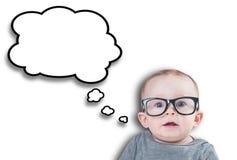 戴眼镜的想法的婴孩 免版税库存图片