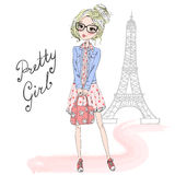 戴眼镜的手拉的美丽的逗人喜爱的女孩 皇族释放例证