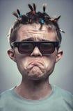 戴眼镜的讽刺画不安全的男孩 免版税图库摄影