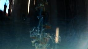 着墨慢打旋的水中 黑色背景 作用,FX 4k UHD 股票录像
