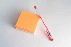 黏着性贴纸,提示的笔记薄, 免版税库存图片