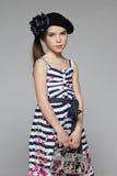 穿海洋样式礼服的镇静矮小的时尚女孩 库存图片