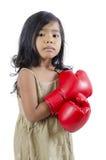 戴着红色拳击手套的逗人喜爱的拳击手孩子 库存照片