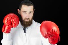 戴着红色拳击手套的医生 免版税库存图片