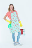 戴着防护手套和拿着桶的妇女 库存图片