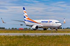 着陆和到来在瓦茨拉夫Havel机场,布拉格, Smartwings 免版税库存图片