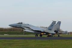 着陆在弗里斯兰省人旗子锻炼的美国空军F-15老鹰 库存照片