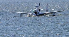 着陆水上飞机 库存图片