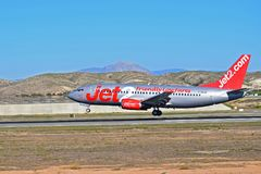 着陆Jet2航行器着陆在阿利坎特机场 库存照片