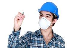 戴着面罩的工作者 免版税库存图片