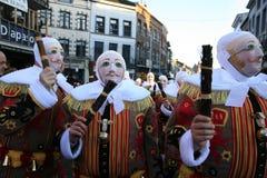 戴着他们的传统蜡面具, Shrove忏悔节,班什花边狂欢节,比利时的早晨的Gille 库存图片