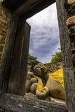 睡眠在Wat Phutthaisawan或phutthaisawan寺庙阿尤特拉利夫雷斯,泰国的菩萨雕象 免版税库存图片