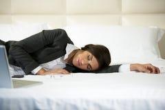 睡着的女实业家 免版税库存照片
