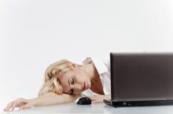 睡着的妇女工作 免版税库存照片