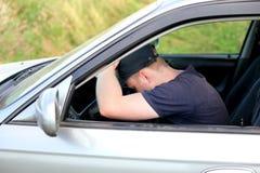 睡着的汽车秋天人 免版税库存照片