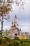 睡美人城堡,迪斯尼乐园巴黎的标志 库存照片