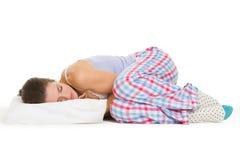 睡衣的少妇休眠在枕头的 免版税库存图片