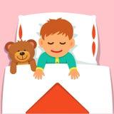 睡觉与他的长毛绒玩具熊玩具的男婴 库存图片