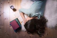 睡觉在一本开放书的少妇 图库摄影