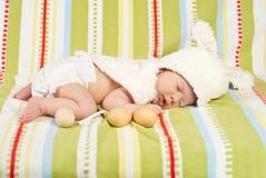 复活节新出生的婴孩 免版税图库摄影