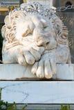 睡觉在沃龙佐夫宫殿附近的medici狮子 免版税库存图片