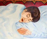 睡觉在白色床上的女孩 免版税图库摄影