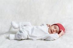 睡觉在白色的婴孩 免版税库存图片