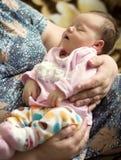 睡觉在祖母的胳膊的婴孩 库存照片