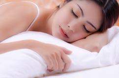 睡觉的妇女 免版税库存照片