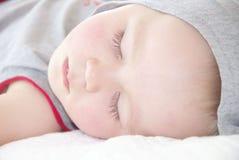 睡觉的小男孩画象  库存照片