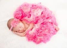 睡觉的新出生的婴孩 库存图片