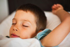 睡觉的男孩 库存照片