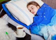 睡觉的病的孩子 库存照片
