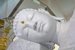 睡觉的菩萨的面孔在泰国 免版税图库摄影