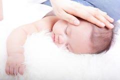 睡觉的婴孩 图库摄影
