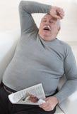 睡觉超重seniorman画象 免版税库存照片