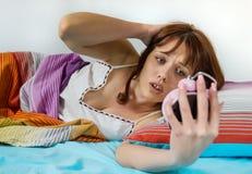 睡过头的妇女醒 免版税库存照片