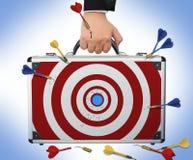 瞄准与手和武器储备的企业公事包 免版税库存照片