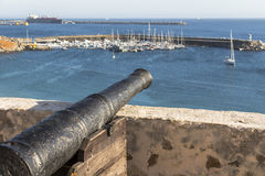 瞄准正弦的大炮海,葡萄牙 免版税库存照片