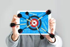 瞄准网上市场活动或数字式战略概念 库存照片