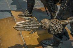 矛头特写镜头铜雕塑的在伦布兰特广场在一个晴天在阿姆斯特丹 库存照片
