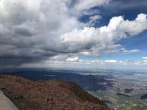 矛高峰科罗拉多泉雨和雷暴 免版税图库摄影
