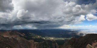 矛高峰科罗拉多泉雨和雷暴 库存图片