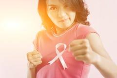 知名度乳腺癌粉红色丝带 库存照片