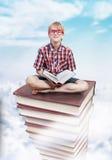 知识,教育概念塔  免版税库存图片