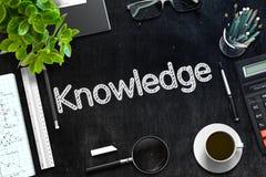 知识-在黑黑板的文本 3d翻译 库存照片
