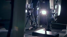 矫形机器运转在屋子里的,关闭  股票录像